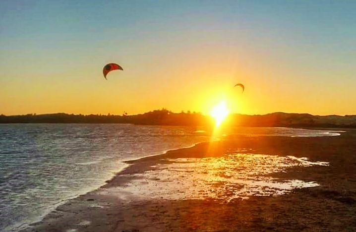 Sunset 2 kites